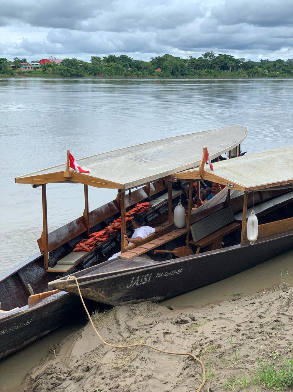 Cruising Rio Madre de Dios